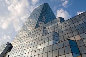 کرتین وال + فريم لس (فيس کپ) اجرای نماهای فریم لس و فیس کپ بیشتر در پروژه های اداری و تجاری مورد توجه قرار می گیرد. وجود لاستیک های آببندی و هوابندی