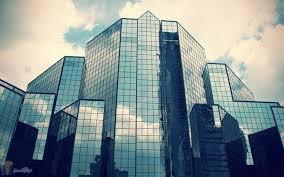 نمای شیشه ای یکپارچه یا فرا طبقاتی، متشکل از لامل های آلومینیومی و جام های شیشه بوده که ساختمان را از خارج می پوشاند و به وسیله دستک هایی از جنس فولاد و یا آلومینیوم، به سازه ساختمان وصل می گردد.