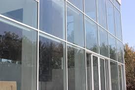 بالا بردن امنیت و ایمنی نمای ساختمان, کنترل کننده صدا , جلوگیری از عبور اشعه ماوراءبنفش, گستردگی رنگی زیاد, پایین آمدن هزینه ,