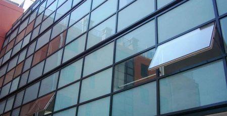 پنجره فریم لس, نمای شیشه ای فریم لس, انواع شیشه فریم لس, دیتیل شیشه فریم لس, پنجره فریم لس چیست, تهاتر محصولات و تجهیزات ساختمانی,